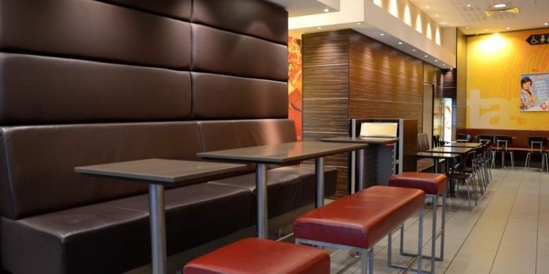 McDonald's Konstanz, Bahnhofsplatz - Genügend Sitzgelegenheiten bieten unseren Gästen auch zu Stoßzeiten den nötigen Platz