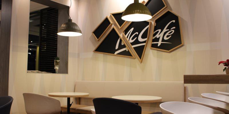 Gastbereich im McCafé